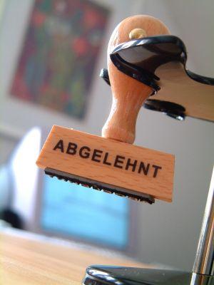 Ein Unfall auf dem Weg zur Probearbeit oder ersten Arbeitstag fällt nicht unter die gesetzliche Unfallversicherung. (Foto: djd/Ergo Direkt Versicherungen)