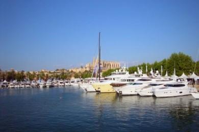 Mittelmeeryachten können zu einem traumhaften Arbeitsplatz mit Jobgarantie werden. (Foto: djd/TÜV NORD Schulungszentrum)