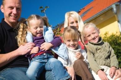 Mit dem Abschluss einer Risikolebensversicherung ist die Familie finanziell auch im Fall des Falles auf der sicheren Seite. (Foto: djd/Ergo Direkt Versicherungen)