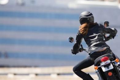 Motorradfahren macht Spaß, ist aber ein nicht ganz ungefährliches Hobby. Für den Fall der Fälle sollten Biker deshalb ihre Familien absichern. (Foto: djd/Ergo Direkt Versicherungen