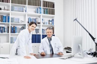 Im Falle eines Falles sollte eine ärztliche Praxis über eine gute Rechtsschutz-Versicherung verfügen. (Foto: djd/Roland Rechtsschutz Versicherungs AG)