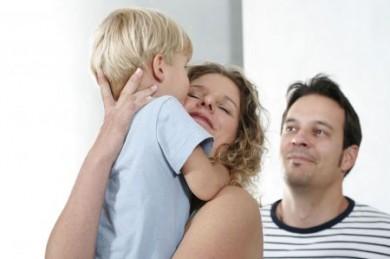 Alles für die Entwicklung ihrer Kinder zu tun, ist Eltern das Wichtigste. (Foto: djd/CreditPlus Bank AG)
