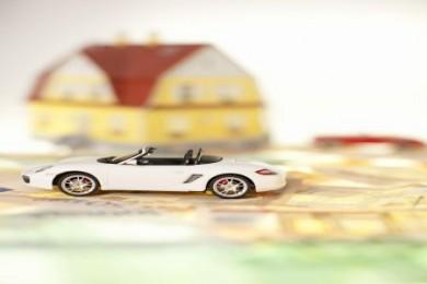 Autoreparatur nach Unfall: Versicherer darf nach einem BHH-Urteil auf eine preiswertere Werkstatt verweisen. (Foto: djd/www.geld-magazin.de)