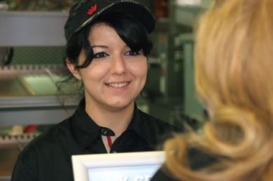 Immer mehr Frauen wagen den Sprung in die Selbstständigkeit. Eines der bekanntesten Franchise-Konzepte hierzulande ist die Schnellimbiss-Kette Burger King. (Foto: djd/Deutscher Franchise-Verband/Burger King)