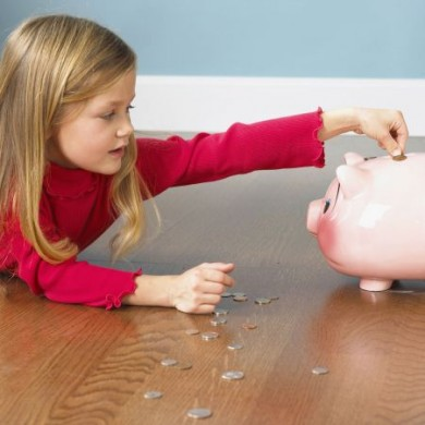 Wenn Eltern für ihre Kinder Geld anlegen wollen, raten die Anbieter gern zu Kapitalversicherungen. Es gibt aber geeignetere Formen, die eine höhere Rendite bringen. (Foto: djd/BSC Neutrale Allfinanz-Vermittlungs-GmbH)