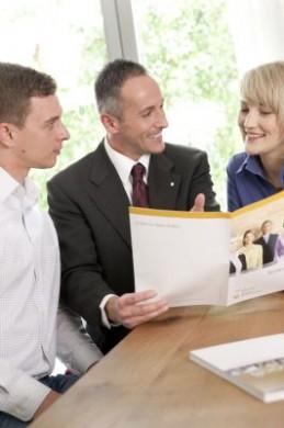 In Finanzfragen hilft individuelle Beratung, Unsicherheiten zu beseitigen. (Foto: djd/Deutsche Vermögensberatung)
