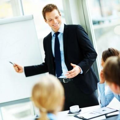 Präsentationen oder Reden vor anderen sind im Job oft unvermeidbar. (Foto: djd/Neurexan)
