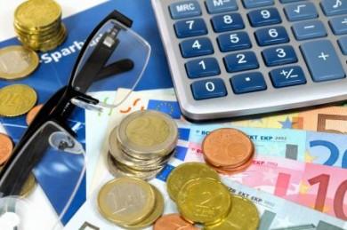 Tagesgeld ist ideal für Anleger, die eine gut verzinste, kurzfristige Alternative zum Sparbuch oder Girokonto suchen.